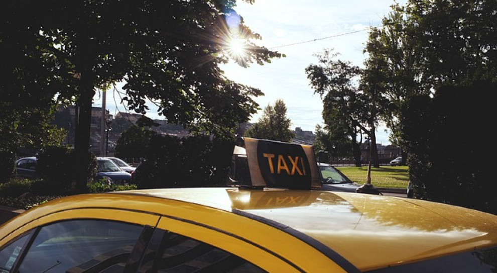 Taksówkarze walczą z nielegalnymi przewoźnikami