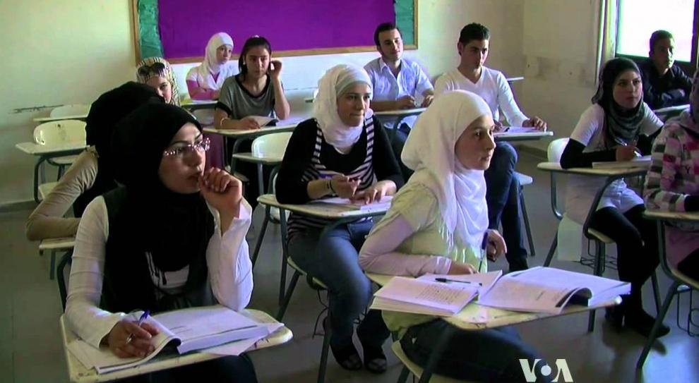 Szwecja stawia na integrację uchodźców. Dzieciom pomagają szkoły, a dorosłym urzędy pracy