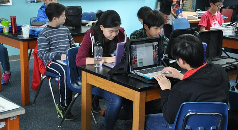 Wykwalifikowani nauczyciele są ważniejsi od nowoczesnych technologii w edukacji