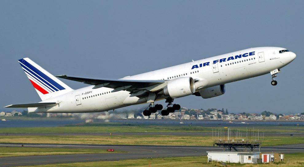 Menadżerowie Air France zaatakowani przez związkowców po zapowiedzi zwolnień