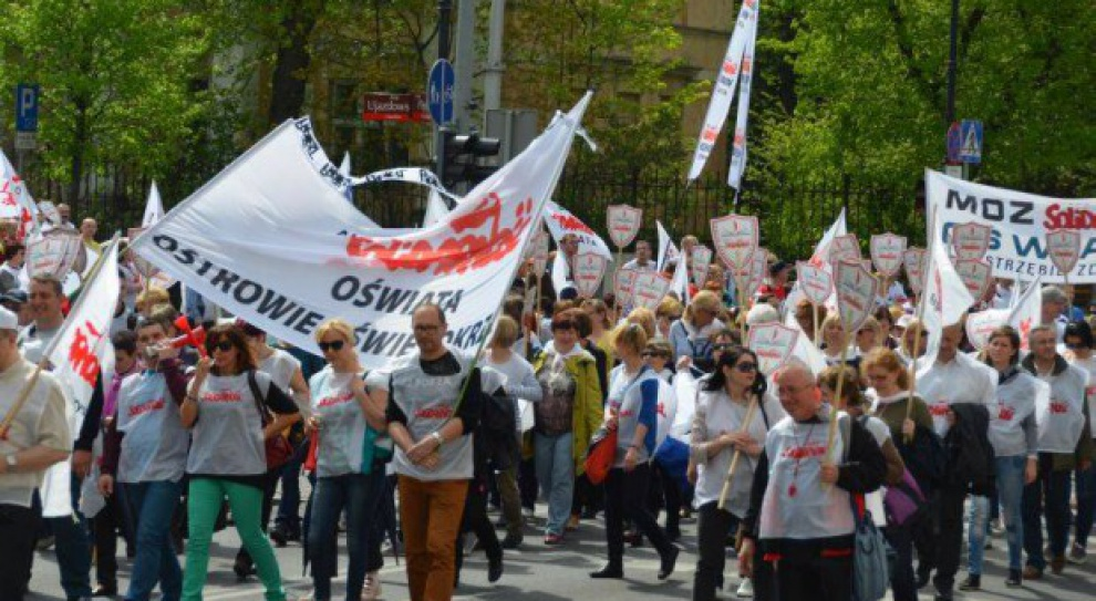 Rozpoczęła się manifestacja nauczycieli w Warszawie