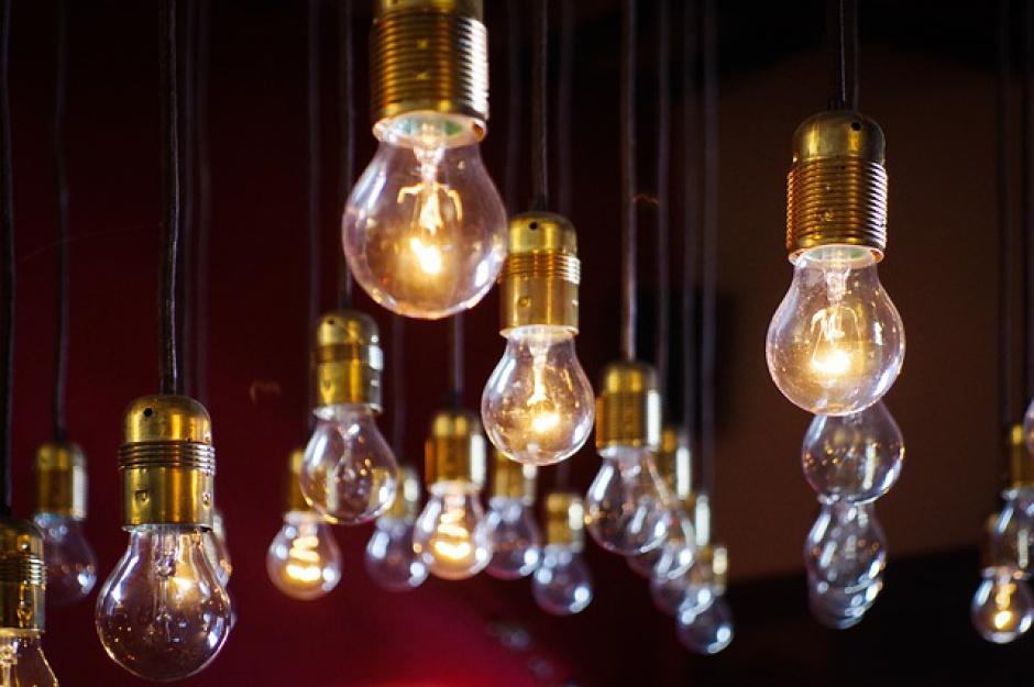Jakie oświetlenie zwiększy wydajność pracy?