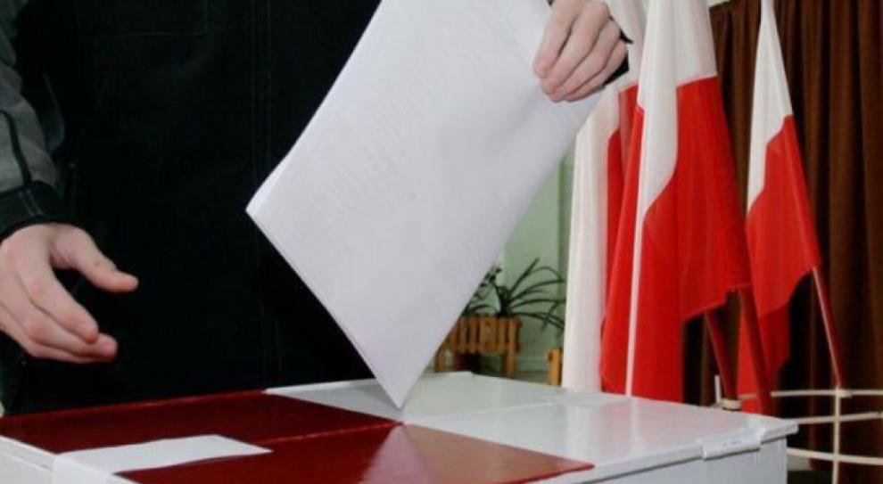 Bezrobotni, pracownicy administracji, studenci, rolnicy - wszyscy głosowali na PiS. Tylko jedna grupa zawodowa postawiła na inną partię