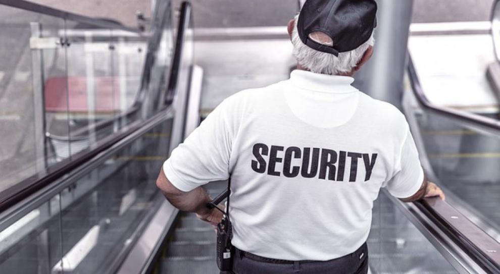 Według większości Polaków ochroniarze zarabiają za mało