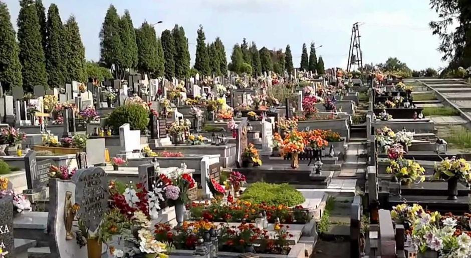 Praca dla grabarza i tanatokosmetyka: Jak się pracuje w branży funeralnej?