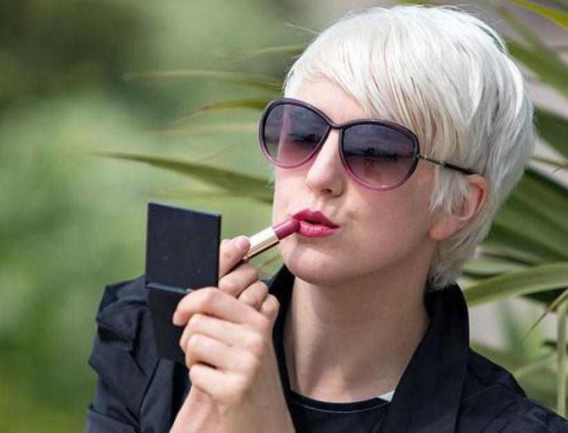 Szkolenia dla bezrobotnych kobiet: Nie tylko pisanie CV, ale i wykonywanie makijażu biznesowego