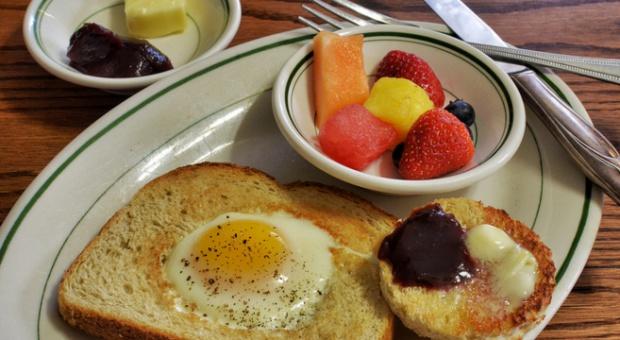 Zdrowe śniadania paliwem dla lepszych wyników. Nowy argument w walce o drożdżówki?