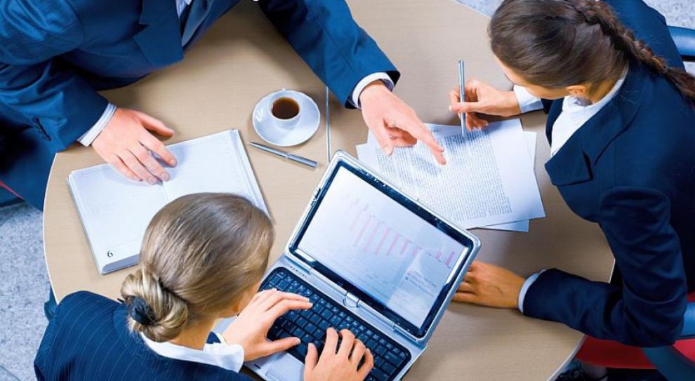 Wynagrodzenia w konsultingu: Ile zarabia konsultant, ile lider, a ile kierownik projektu?