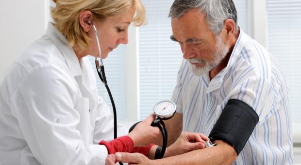 Lekarz specjalista będzie zarabiał trzy średnie krajowe?