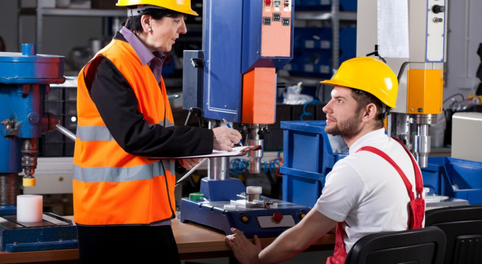 Ile zarabia inżynier procesu, kierownik produkcji i inżynier materiałoznawca, a ile ich szefowie?