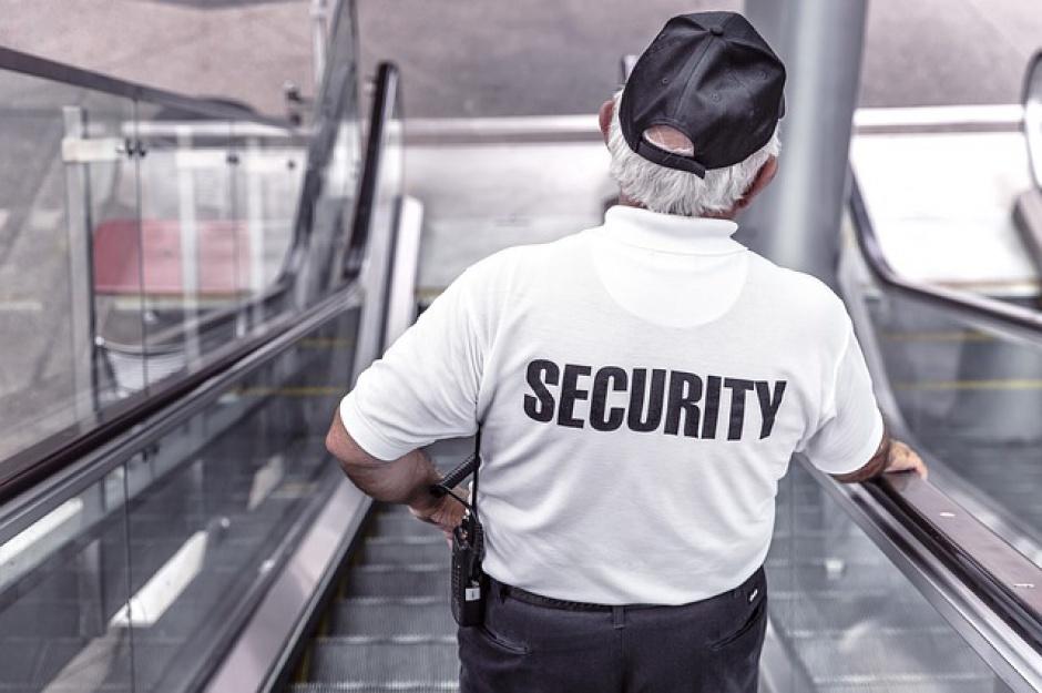 Polscy ochroniarze i sprzątaczki mogą pozazdrościć zarobków europejskim kolegom