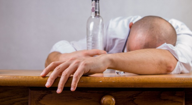 Przedstawiciele tych zawodów palą, piją i mają myśli samobójcze