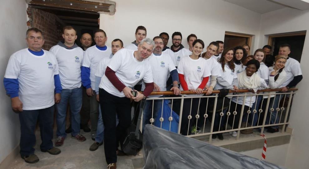 Wolontariusze Whirlpool pomagają młodym ludziom w trudnej sytuacji mieszkaniowej