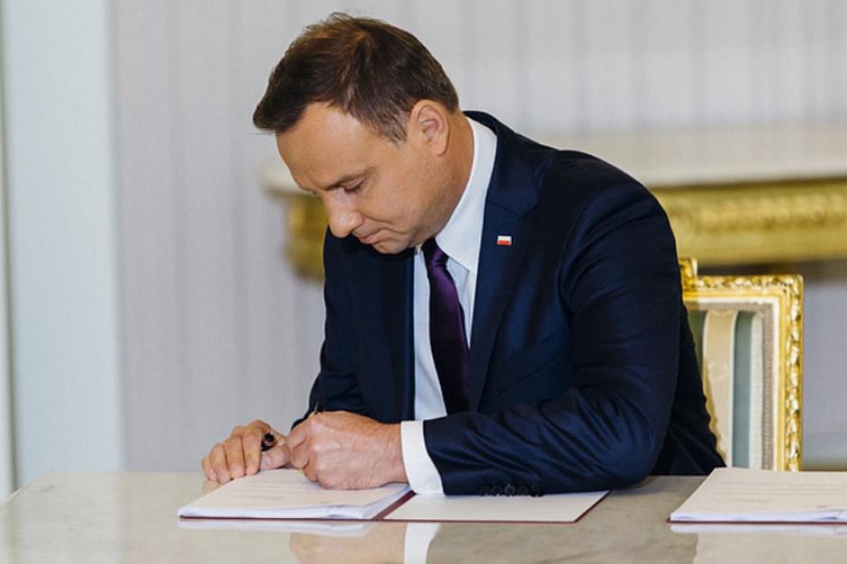 Obniżenie wieku emerytalnego i podwyższenie kwoty wolnej. Prezydent skierował projekty do Sejmu