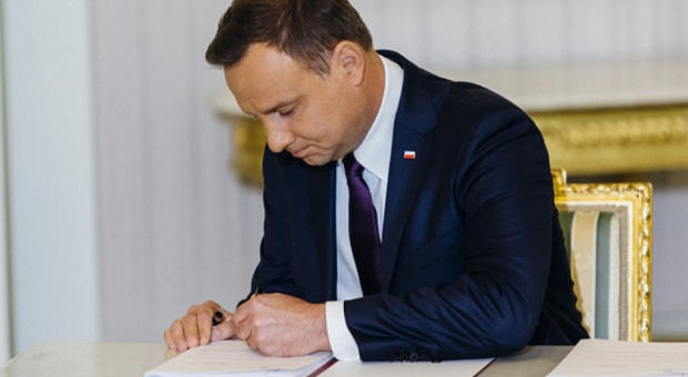 Błażej Spychalski: prezydent podpisze ustawę o 12 listopada