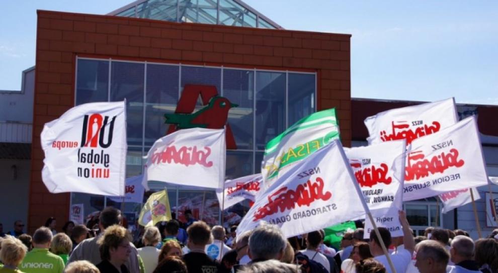 Protesty w Warszawie. Pracownicy Auchan i Biedronki wychodzą na ulice