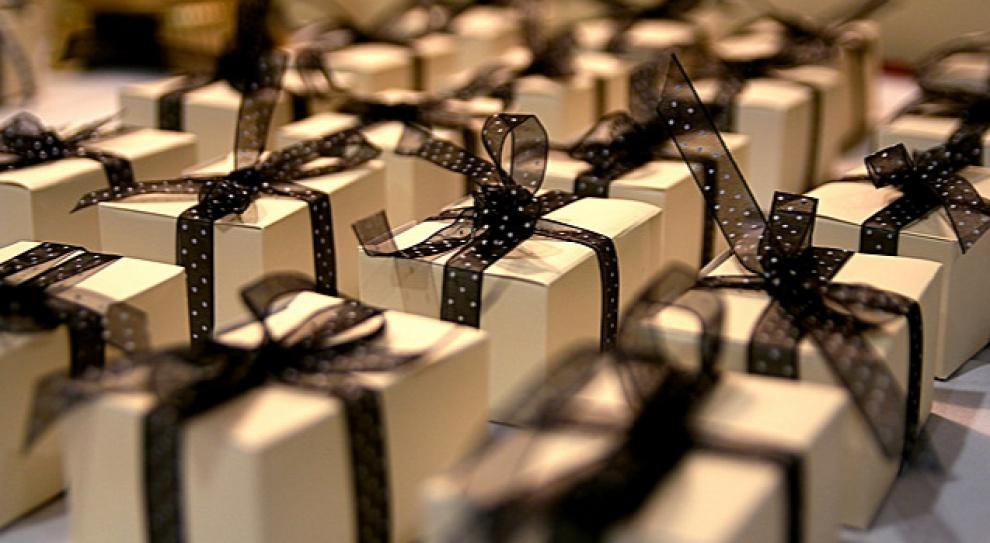 Pracodawca chce dać prezent świąteczny pracownikom. Czy powinien zapłacić podatek?