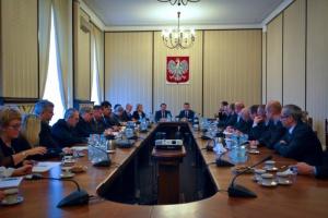 Pierwsze spotkanie władz MSWiA ze związkami. W nowym roku będą podwyżki