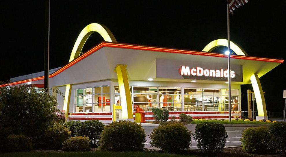 Seksafera w McDonald's zatacza coraz szersze kręgi. Pracownicy składają pozew