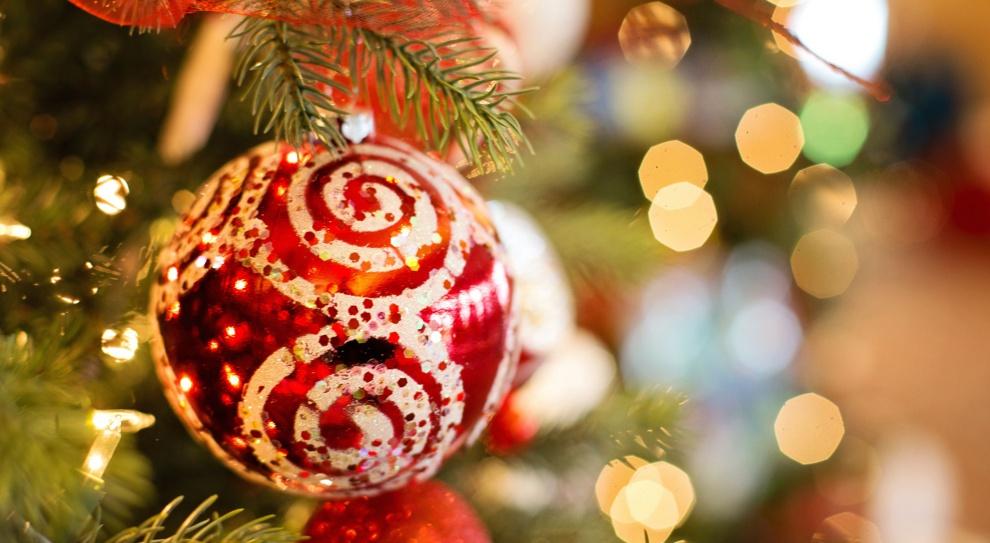 Szefowie, pracownicy, HR-owcy składają świąteczne życzenia