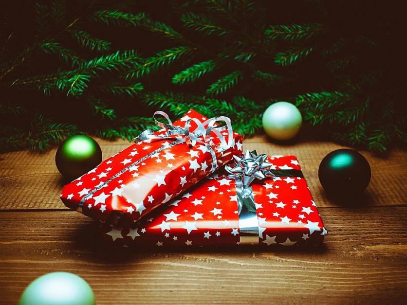 Świąteczne prezenty dla pracowników pozytywnie wpływają na wizerunek firmy