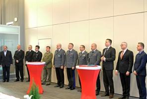 MSWiA zapowiada podwyżki dla służb mundurowych i budowę systemu motywacyjnego w 2016 r.