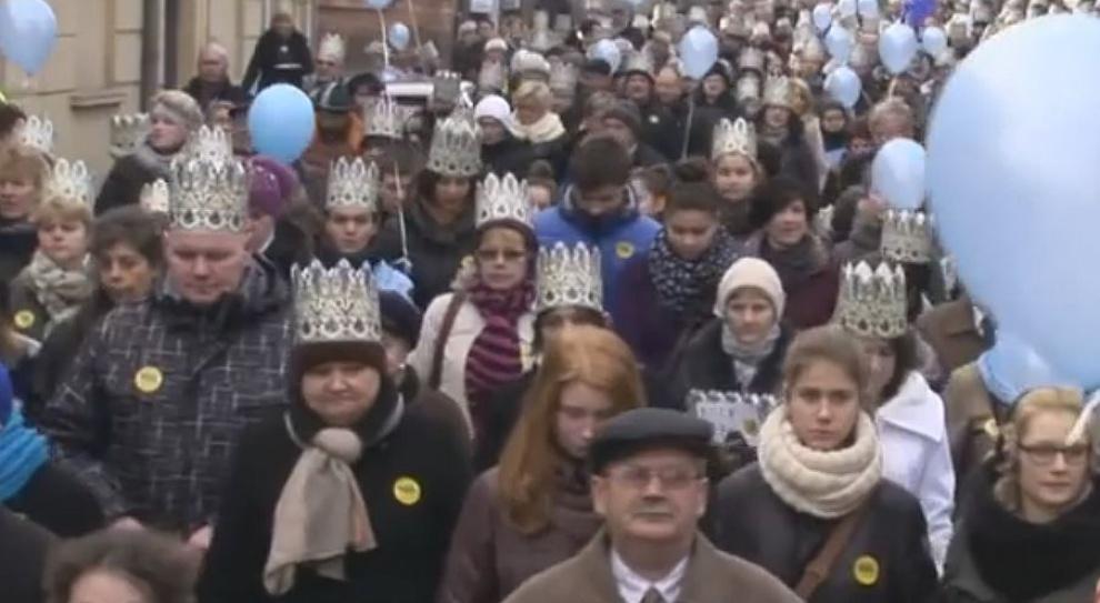 Polacy świętują Trzech Króli. W orszaku zamiast w pracy