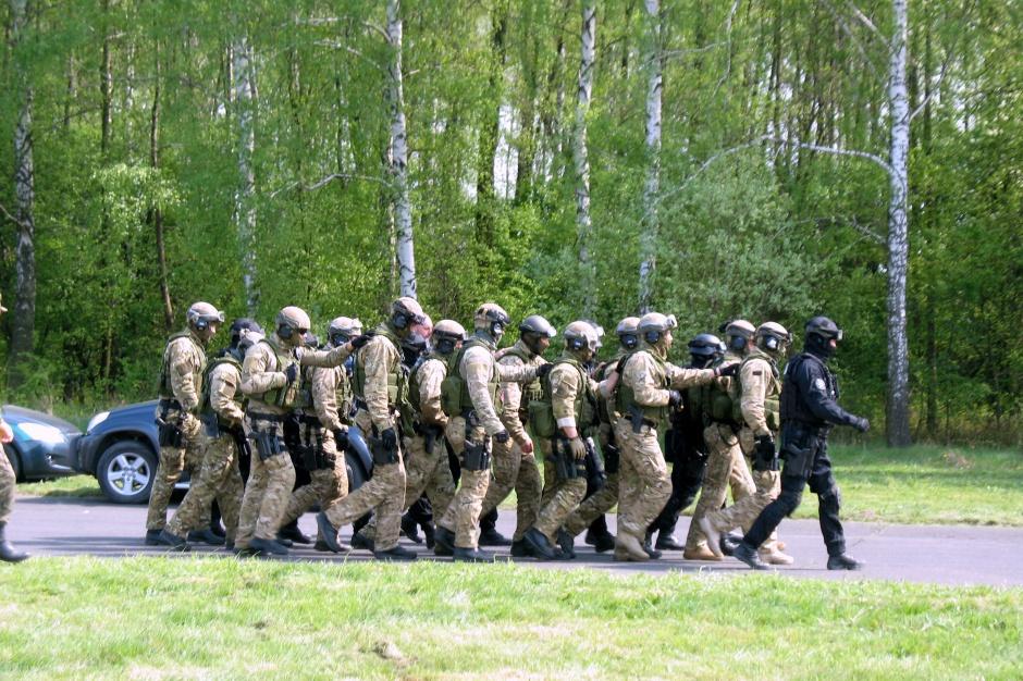 Ile zarobią żołnierze i cywile w 2016 roku?
