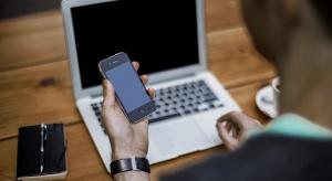 Co pracownicy robią z telefonem? Firmy mogą to sprawdzić