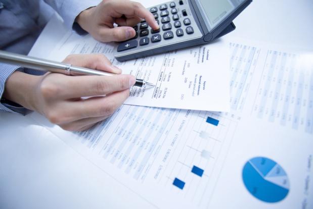 Finanse i sprzedaż to dwie branże, gdzie najłatwiej o pierwszą pracę. (Fot. Shutterstock)