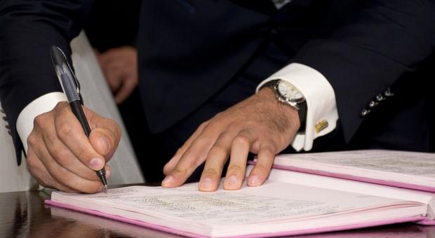 Nowelizacja ustawy PZP: Zatrudnienie na etat, gdy wymaga tego charakter pracy
