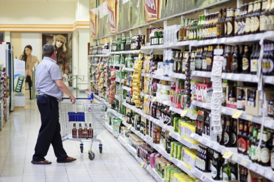 Kilkudziecięciu menadżerów sieci decyduje o zakupach Polaków