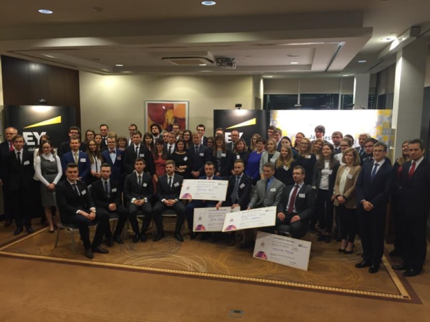 EYe on Tax: Studenci Uniwersytetu Jagiellońskiego wygrali płatne praktyki w EY