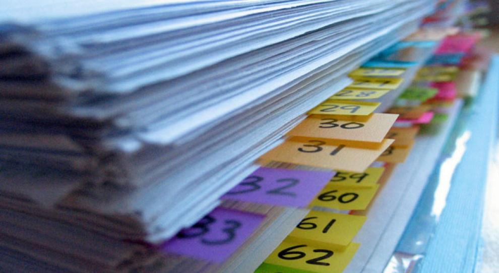 Biurokracja dla pracodawcy jest najgorsza. Lektura przepisów zabiera mu 3,5 godziny dziennie