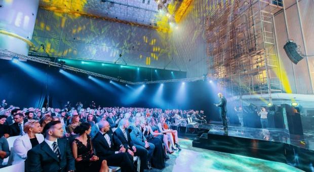Raport roczny Fundacji Pro Progressio podsumowujący branżę outsourcingu miał swoją premierę na gali Outsourcing Stars, która odbyła się 28 stycznia 2016 roku w Warszawie. (fot.: mat.pras.)