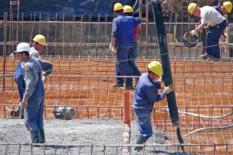 Wypadkom na budowach ulegają najczęściej nowi pracownicy