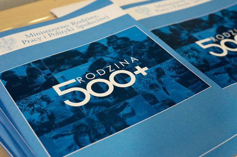 """Większość parlamentarna przyjęła program """"Rodzina 500+"""""""