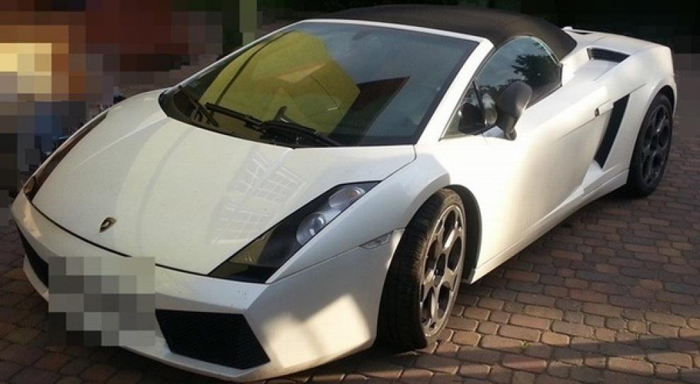Pielęgniarka kupiła luksusowe Lamborghini za wyłudzone pieniądze