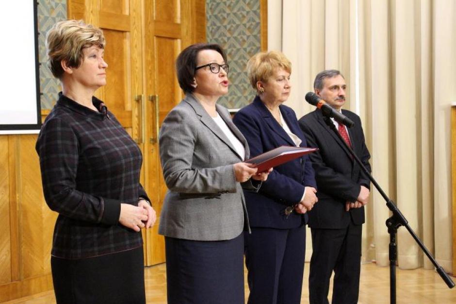 Rząd przyjął projekt noweli Karty Nauczyciela dot. likwidacji godzin karcianych