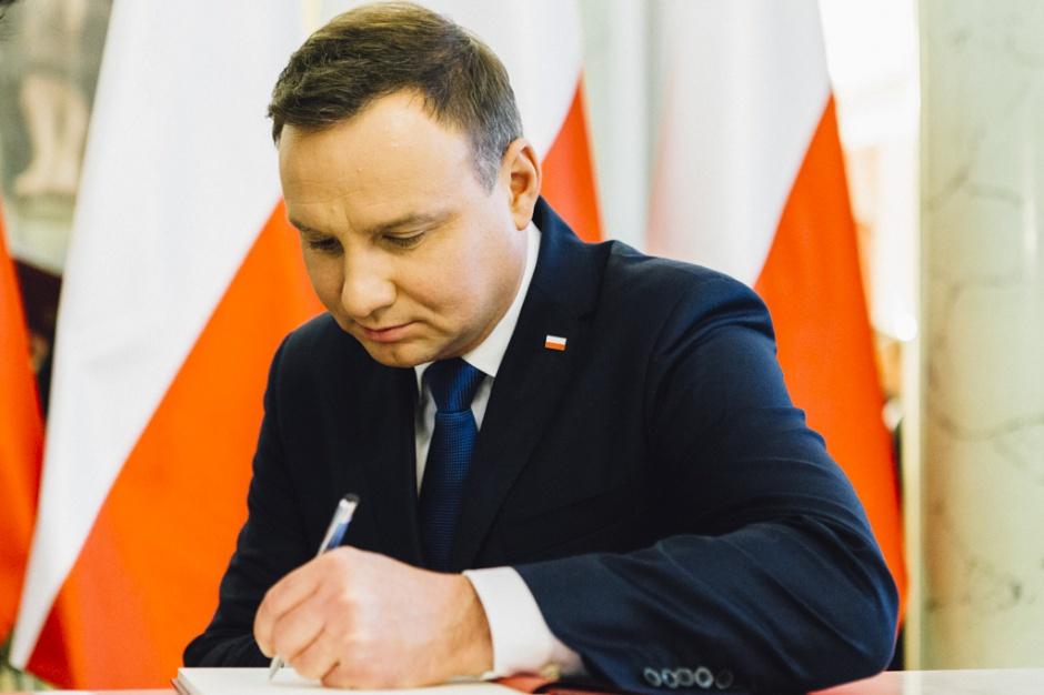 """Prezydent podpisał ustawę wprowadzającą program """"Rodzina 500+"""""""