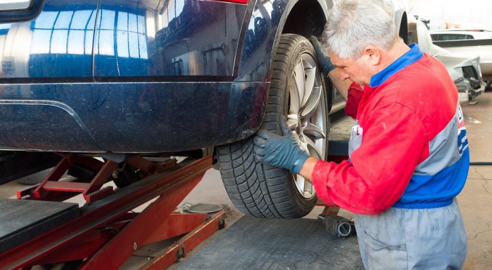 Najwięcej osób zatrudnionych w mikrofirmach pracuje w branży samochodowej