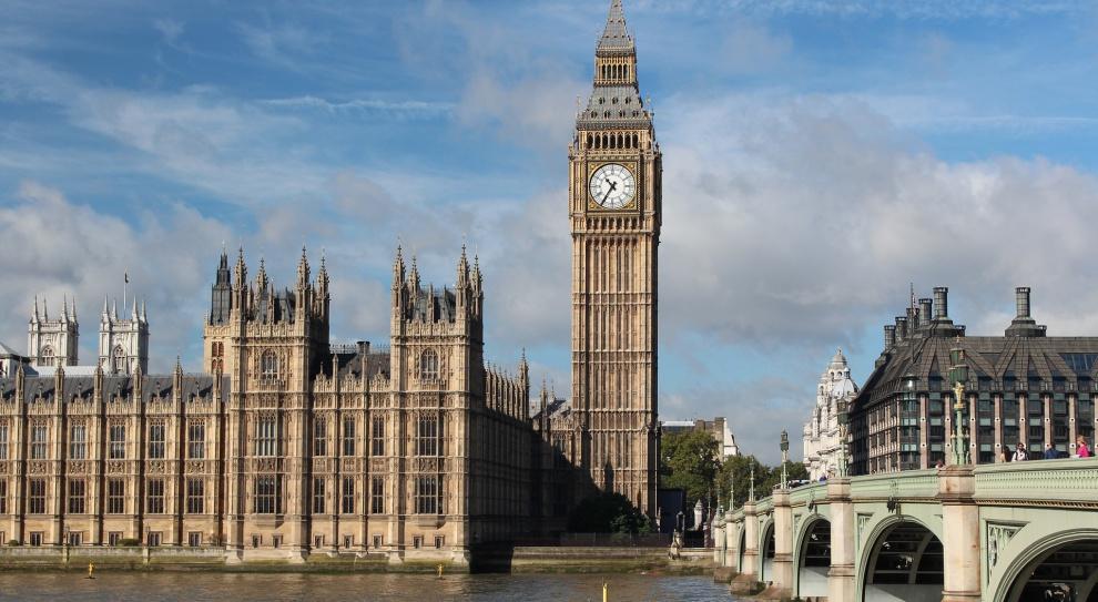 Zarobki: Kiedy Polacy dogonią Wielką Brytanię?