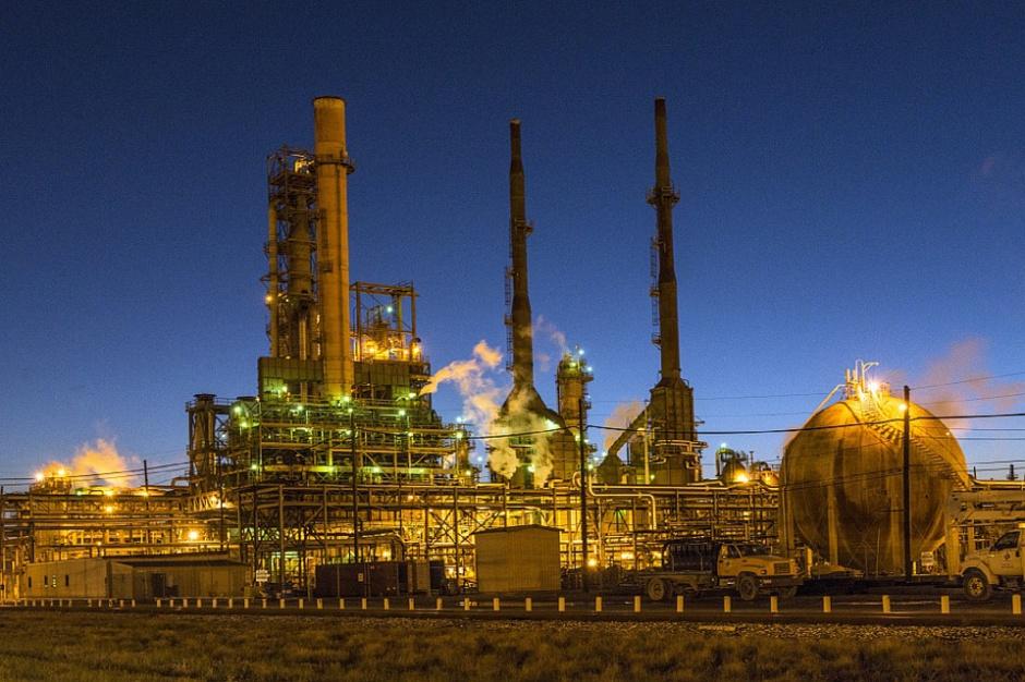 Przemysł naftowy przeżywa kryzys. Zagrożone dziesiątki tysięcy miejsc pracy