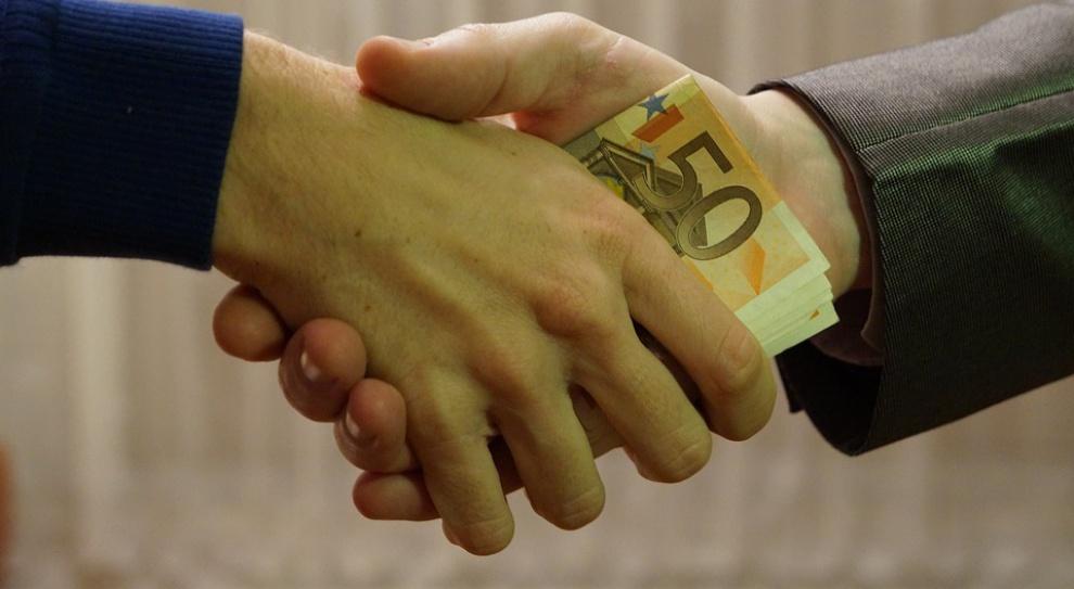 Kolejne osoby z zarzutami ws. korupcji przy rozdziale publicznych pieniędzy