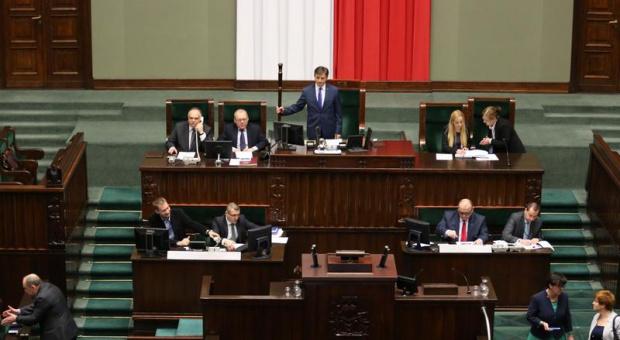 Nowoczesna chce ograniczyć uprawnienia związków zawodowych. Kluby PiS i Kukiz'15 przeciwne