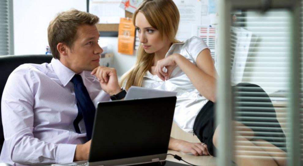 Romans w pracy. Co piąta firma w Polsce akceptuje związek między pracownikami