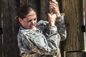 Można zwolnić kobietę-żołnierza w ciąży?