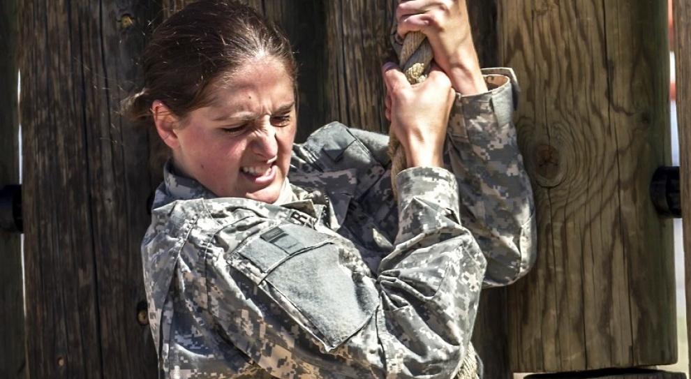 Służba kontraktowa: Kobietę-żołnierza w ciąży można zwolnić. RPO apeluje o zmianę przepisów