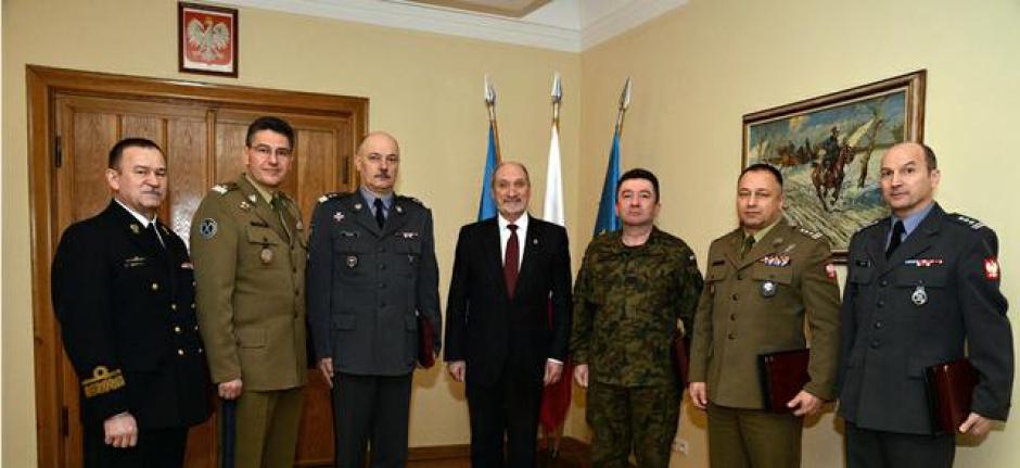 Szef MON powołał nowych generałów