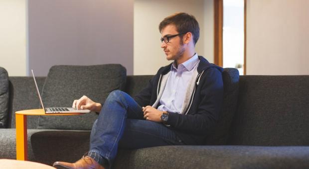 Biurokracja utrudnia życie młodym biznesmenom